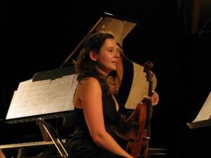 Clara ABOU au violon.