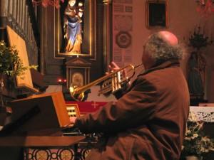 Francis: orgue et trompette... Magique !