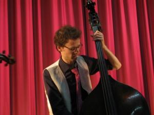 Yann DUBOST... Avec ou sans l'archet: du rythme!